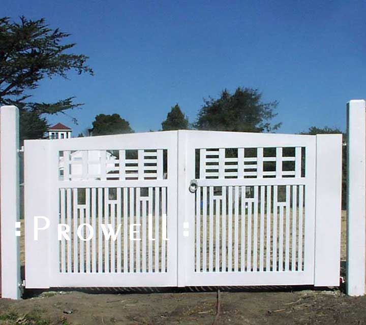site photograph showing the estate gates #12-1 in Bolinas, California
