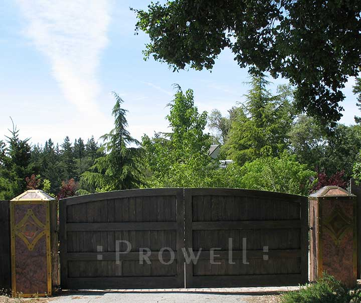 site photograph showing the wooden entry gates #6-3 in Los Gatos, California