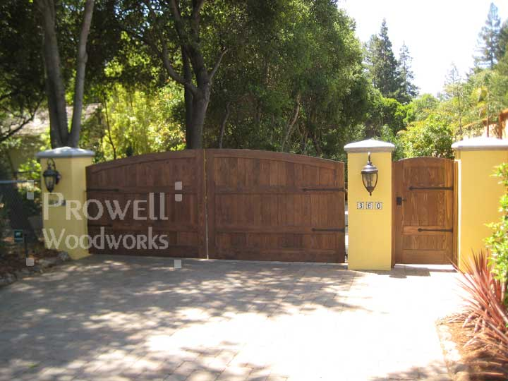 site photograph showing the driveway security gates #6-2 in California