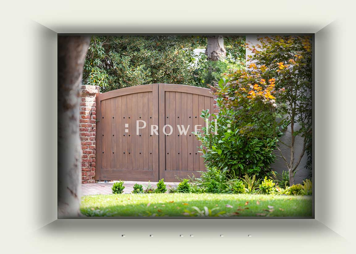 site photograph showing the automated wooden gates #8-1a in Palo Alto, California