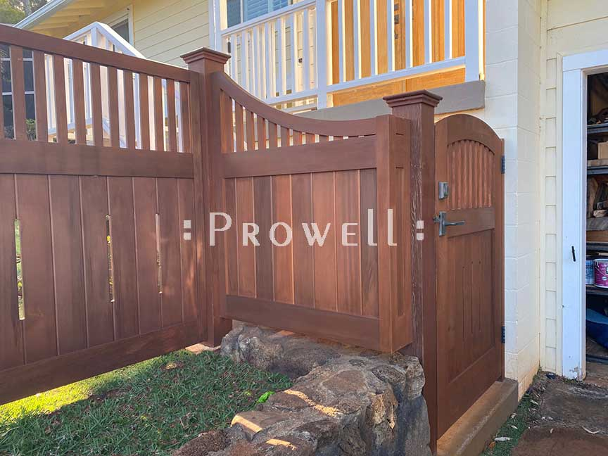 custom wood arching fence in Hawaii. prowell woodworks