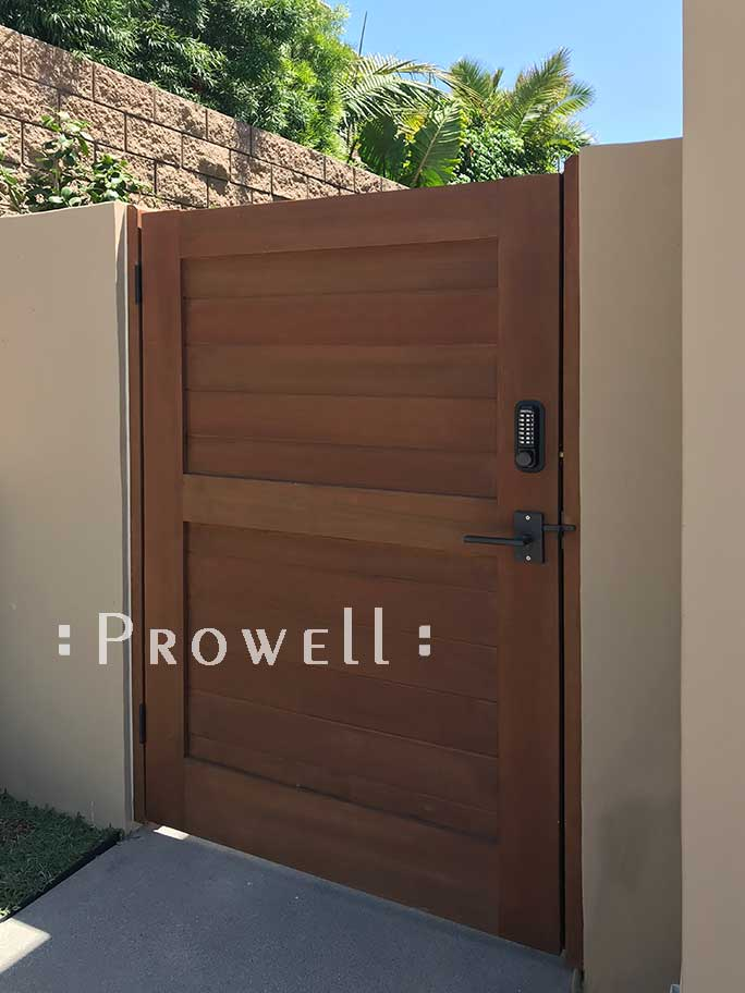site photograph showing privacy gate wood 108-4 in Carlsbad, California
