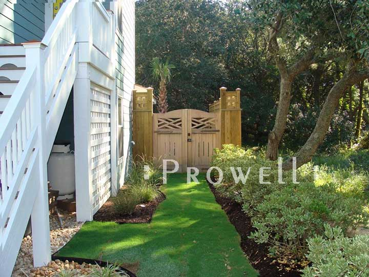 site photo showing double colonial gates in Virginia