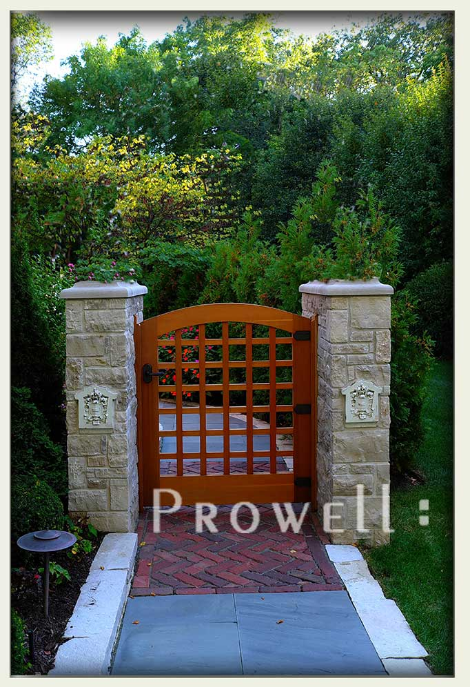 Site photo of outdoor wood gate 27-3 in Chicago.