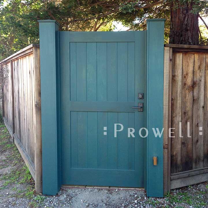 photograph showing single gate design in Bolinas, California