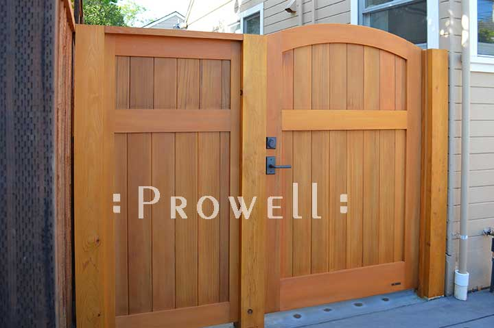 photo showing the side entry of wood fence gate 31-4 in Petaluma, california