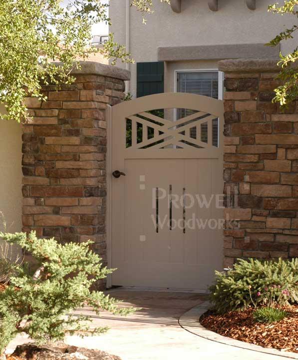 site photo of wood gate design #52-3 in Yakima, Washington