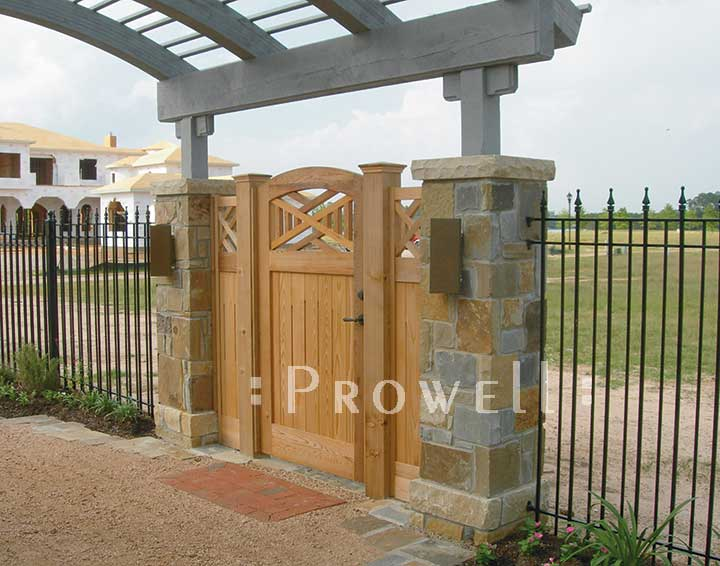 site photograph showing one of 20 wood gate designs in Houston, Texas