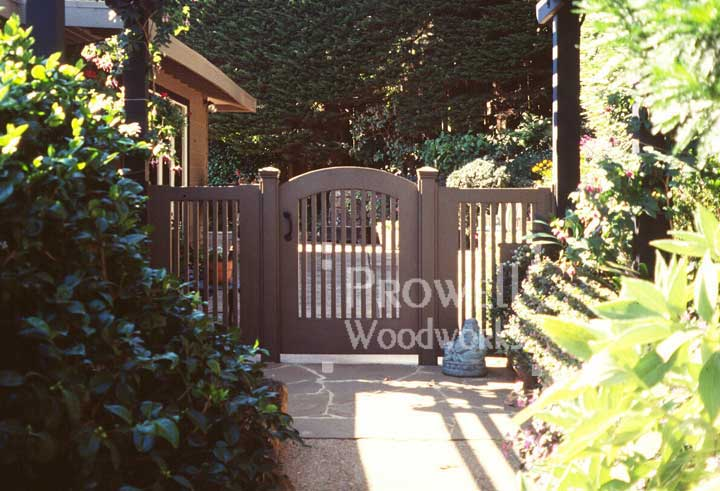 site photo showing the original gate picket fence in marin county with fence style #16