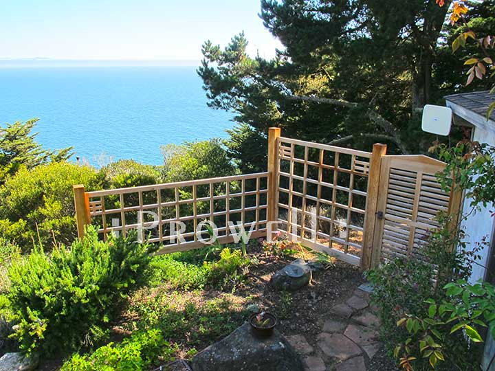 site photograph showing horizontal wood gate #99-1 on the Pacific Ocean