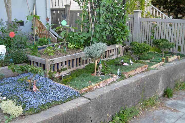 Contributor's Garden W