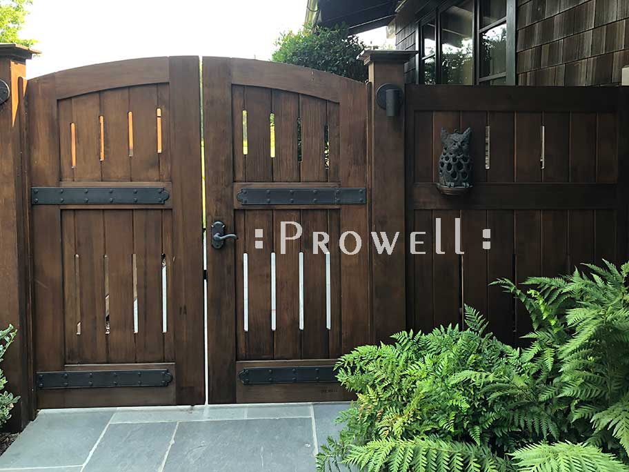 site photograph showing double wooden gates #31-9a in palo alto, california